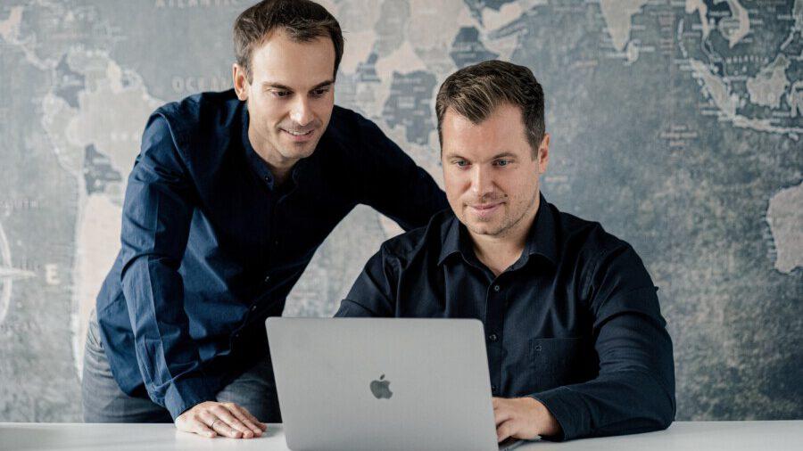 """Haben Anteil des Kölner Start-ups """"blookery"""" übernommen: die Urlaubsguru-Gründer Daniel Marx (li.) und Daniel Krahn. (Foto: un-iq.de)"""
