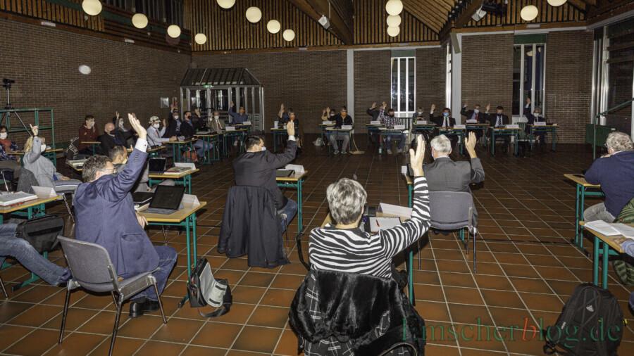 Der neue Gemeinderat ist mit 32 Mitgliedern kleiner als der alte. Die konstituierende Sitzung konnte deshlab heute im Forum des Schulzentrums stattfinden. (Foto: P. Gräber - Emscherblog)