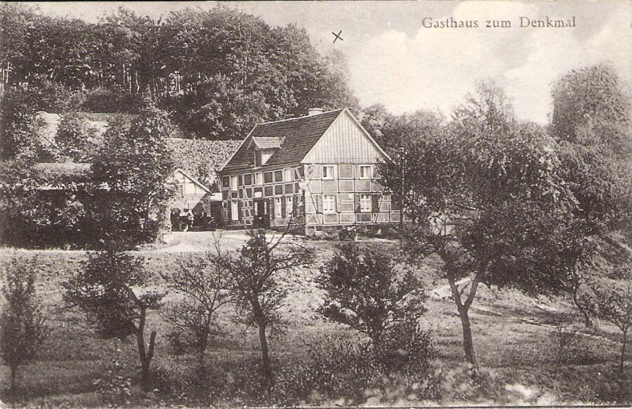 Haus Pampus etwa um 1930. In dieser Zeit gab es bei Pampus eine Tanzschule, in der regelmäßig eine Tanzkönigin und ein Tanzkönig bestimmt wurden.  (Foto: Historischer Verein)