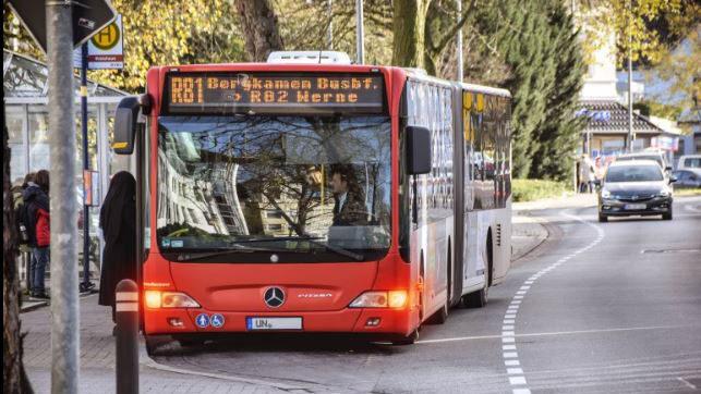 Mit dem eTarif soll das Bus- und Bahnfahren ab nächstes Jahr einfacher werden. Tarifgrenzen spielen beim Buchen und Bezahlen einer Fahrt keine Rolle mehr. (Foto: Max Rolke – Kreis Unna)
