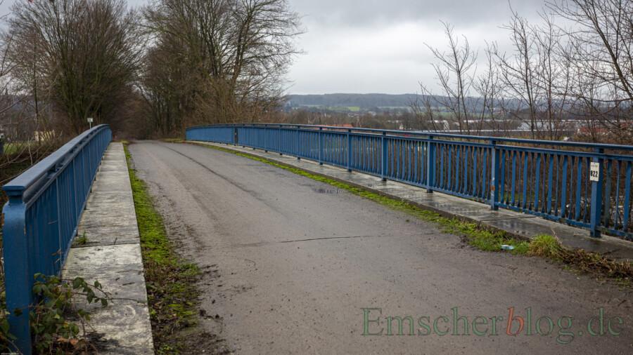 Die Brücke für den Wirtschaftsweg zwischen Rausinger Straße und Eco Port (Bild) wird nicht ersetzt. der Bund lehnt einen Ersatzbau ab, teilte der Bundestagsabgeordnete Oliver Kaczmarek heute mit. (Foto: P. Gräber - Emscherblog)