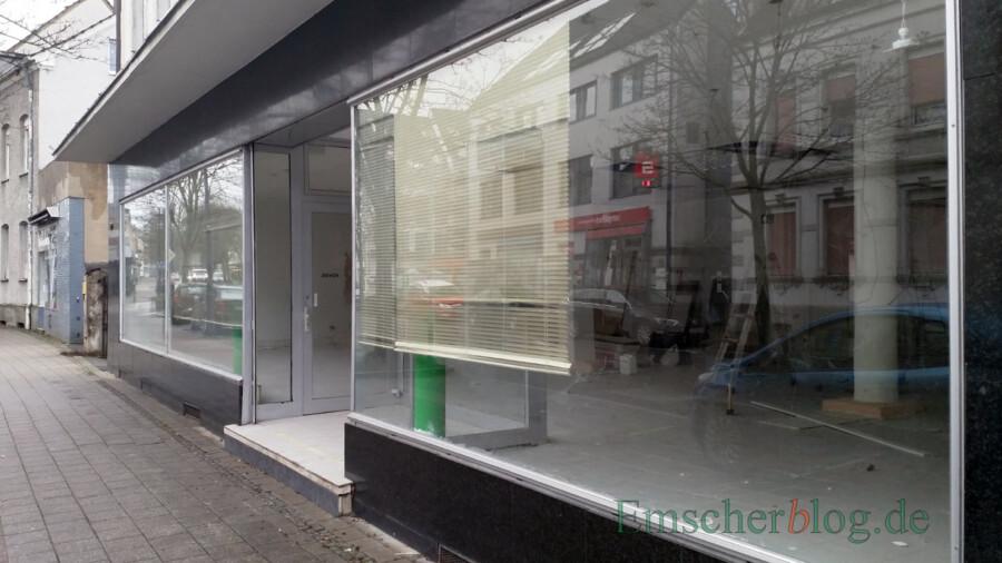 Die alten Räume des Annur sind bereits leergezogen und werden renoviert. Das Gebäude an der Hauptstraße ist verkauft. Dem Vernehmen nach soll hier ein Teppichlager entstehen. Die neuen Räume des Vereins Annur befinden sich direkt gegenüber an der Hauptstraße 17.