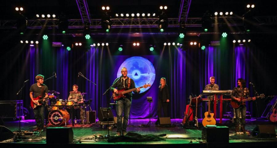 Die sieben Musiker der Band Floydside of the moon gastieren mit ihrer Pink-Floyd-Tributeshow im Oktober auf der Kleinkunstbühne Rausingen. (Foto: Floydside of the moon)