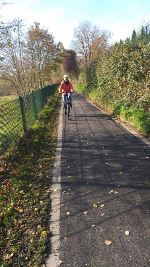 Auf Initiative von Hermann Volke hat die Stadt Dortmund den Emscherweg zwischen Aplerbeck und Schüren saniert. (Foto: ADFC Holzwickede)