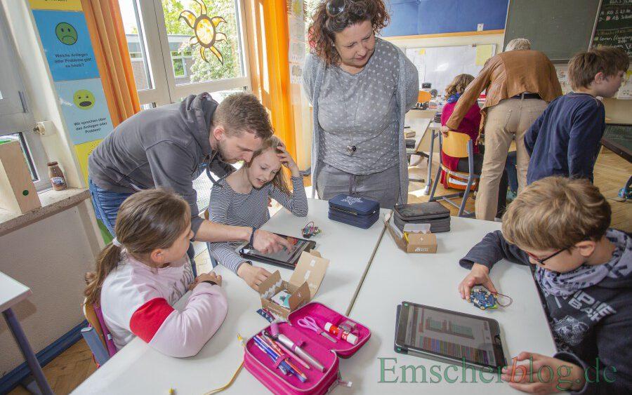Die SPD möchte wissen, wie es um die Digitalausstattung der Holzwickeder Schulen bestellt ist: Das Foto zeigt den Einsatz von I-Pads im Unterricht an der Dudenrothschule vor der Corona-Pandemie. (Foto: P. Gräber - Emscherblog)