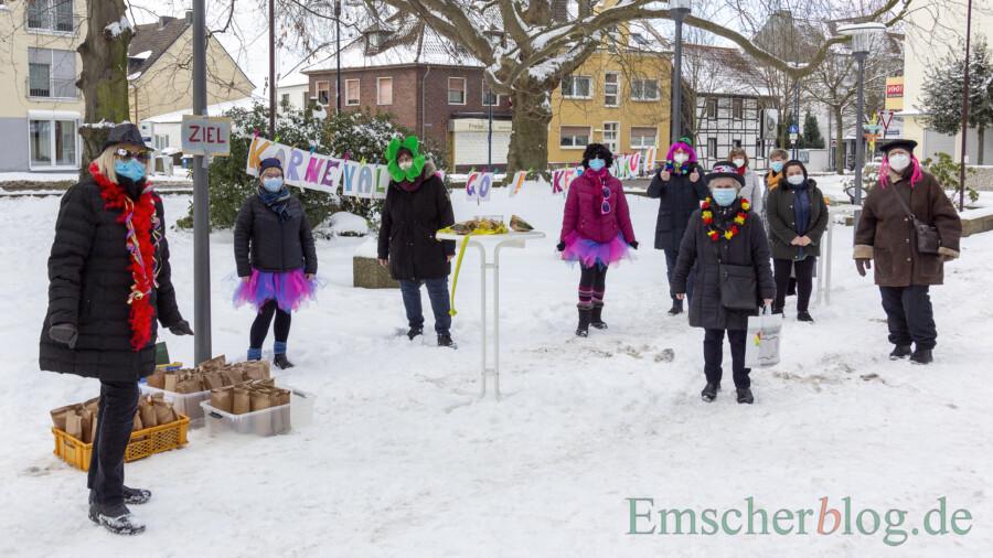 Die Einladerinnen waren mehr als zufrieden: Die 120 vorbereiteten Überraschungstüten waren um 16 Uhr komplett verteilt. (Foto: P. Gräber - Emscherblog)