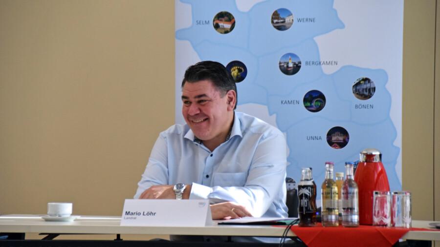 Die erste erste Pressekonferenz musste wegen des starken Schneefalls verschoben werden: Landrat Mario Löhr zog heute seine erste Bilanz nach 111 Tagen im Amt. (Foto: Anita Lehrke - Kreis Unna)