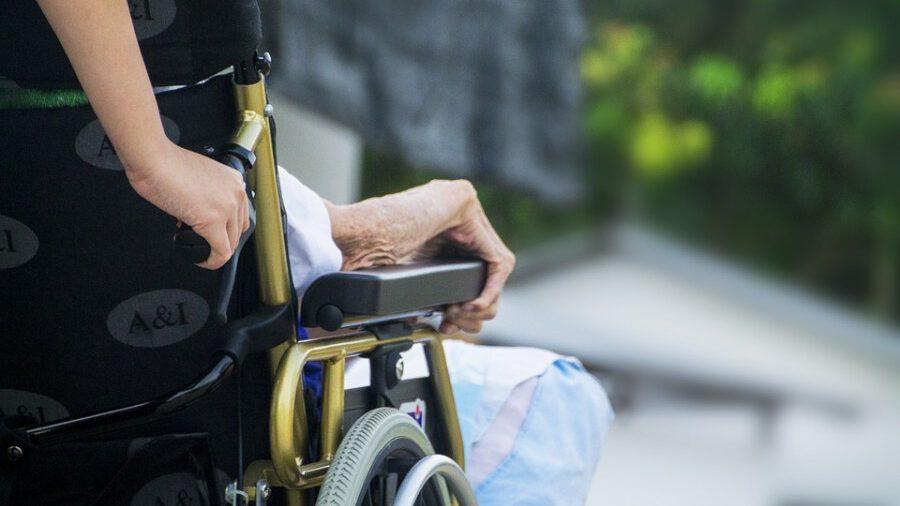 Der Kreistag hat einen 110-seitigen Pflegebdarfsplan versabschiedet. Kernaussage: Es sind deutlich mehr Pflegeplätze, aber auch mehr Pflegepersonal erforderlich.(Foto: BY CC0 Creative Commons)