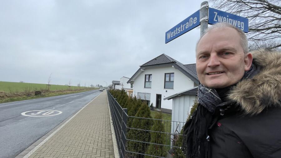 Der Ortsvorsteher von Hengsen, Volker Schütte, hat sich mit der Verkehrssituation auf der Weststraße auseinandergesetzt und  nun eine Reihe von Vorschlägen zur Verbesserung gemacht. (Foto: privat)