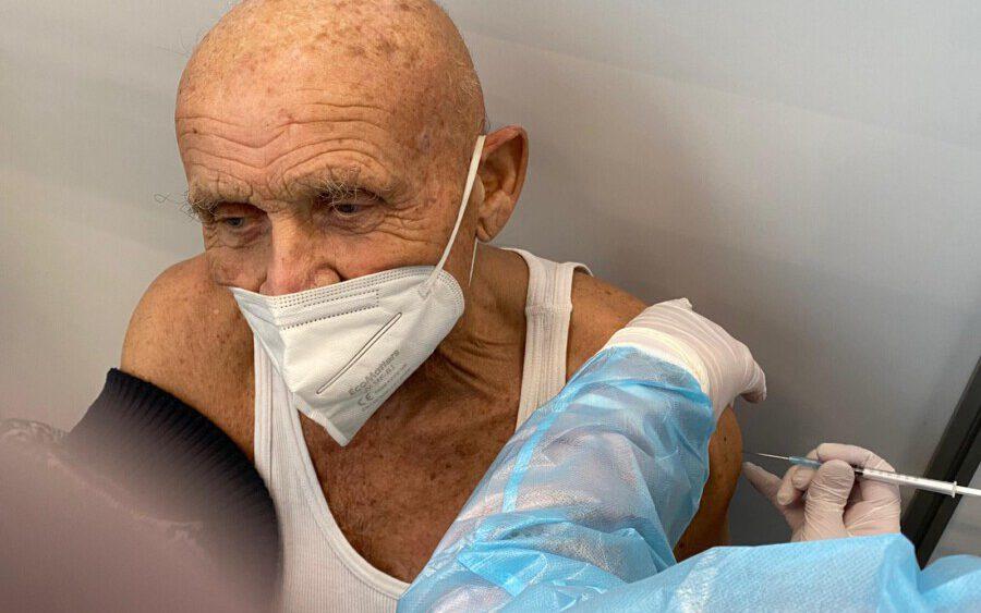 Derzeit werden nur die über 80-Jährigen im Impfzentrum Unna geimpft: Wer einen Termin bei der Kassenärztlichen Vereinigung bucht, obwohl er jünger ist, muss damit rechenen, im Impfzentrum abgewiesen zu werden. (Foto: Theo Spanke)