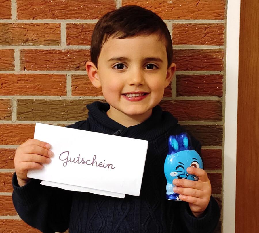 Jonas Kosmowski reichte den Namensvorschag ein und gewann damit Einkaufsgutschein im Wert von 20 Euro. (Foto: Gemeinde Holzwickede)