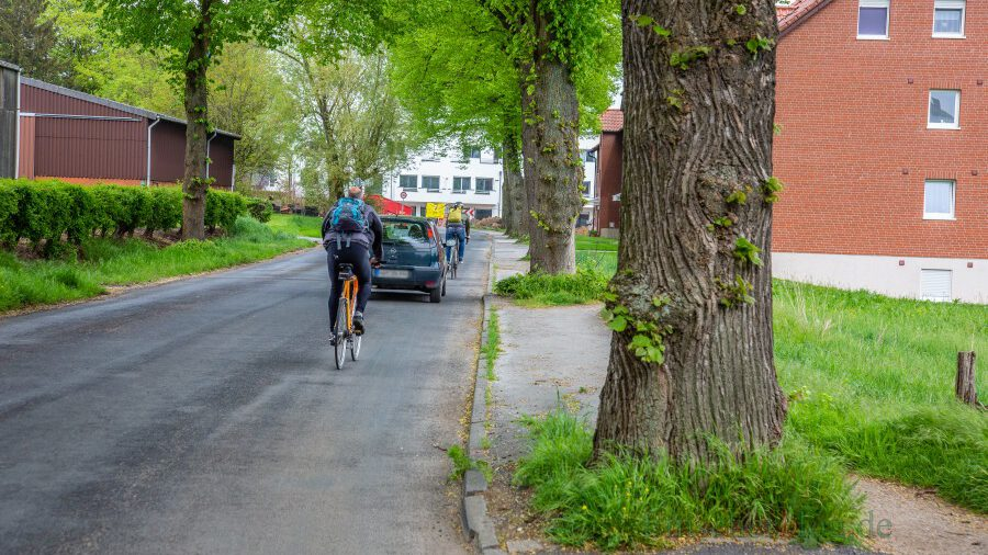 Der Planungs- und Bauausschuss hat heute (17. März) das weitere Verfahren beschlossen: Die Rausinger Straßen wird in diesem Abschnitt einen Gehweg erhalten.  (Foto: P. Gräber - Emscherblog)