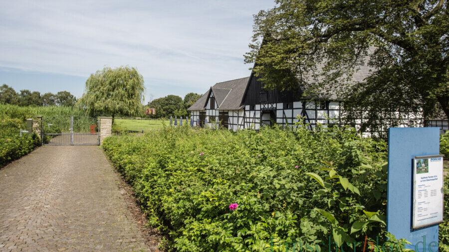 """""""Der Weg zur Emscherquelle"""" und dem Quellhof in Holzwickede ist eine der Wandertouren, die der Kreis Unna anbietet. (Foto: P. Gräber - Emscherblog)"""