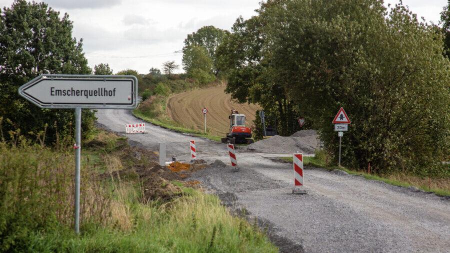 Bis in Höhe Margaretenstraße sind die Asphaltarbeiten auf der Landskroner Straße inzwischen fortgeschritten. Ende Mai soll die Straße endlich wieder frei sein. (Foto: P. Gräber - Emsccherblog)