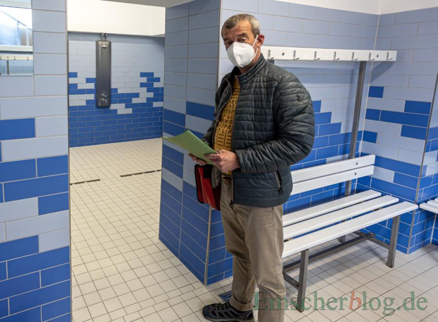 Quadratisch, praktisch und sauber getrennt: die Nebenräume im vorderen Bereich des Bades. (Foto: P. Gräber - Emscherblog)