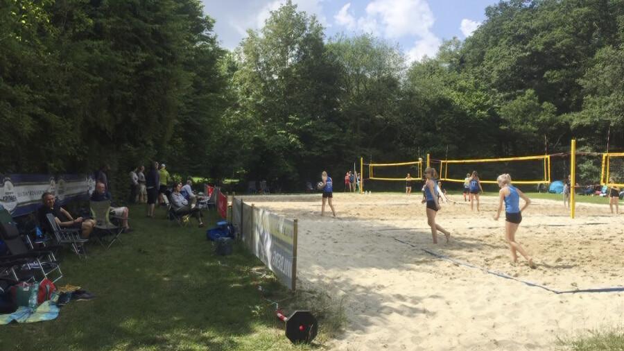 Udo Wiesemann, Beachwart des 1. VVH freut sich über das große Interesse an den geplanten Beachvolleyball-Turnieren in Holzwickede: Das Fotomist bei einem Ranglistenturnier im Beachvolleyball (D-Damen) in der Schönen Flöte entstanden. (Foto: privat)