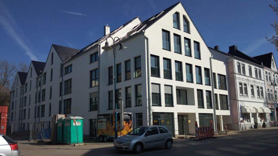 Der Neubau an der ehemaligen Hauptstraße 31 macht eine Verstärklung des Stromnetzes erforderlich. Deshlab wird die Uhlandstraße ab kommende Woche für vier Wochen gesperrt. (Foto: F. Brockbals - Emscherblog)