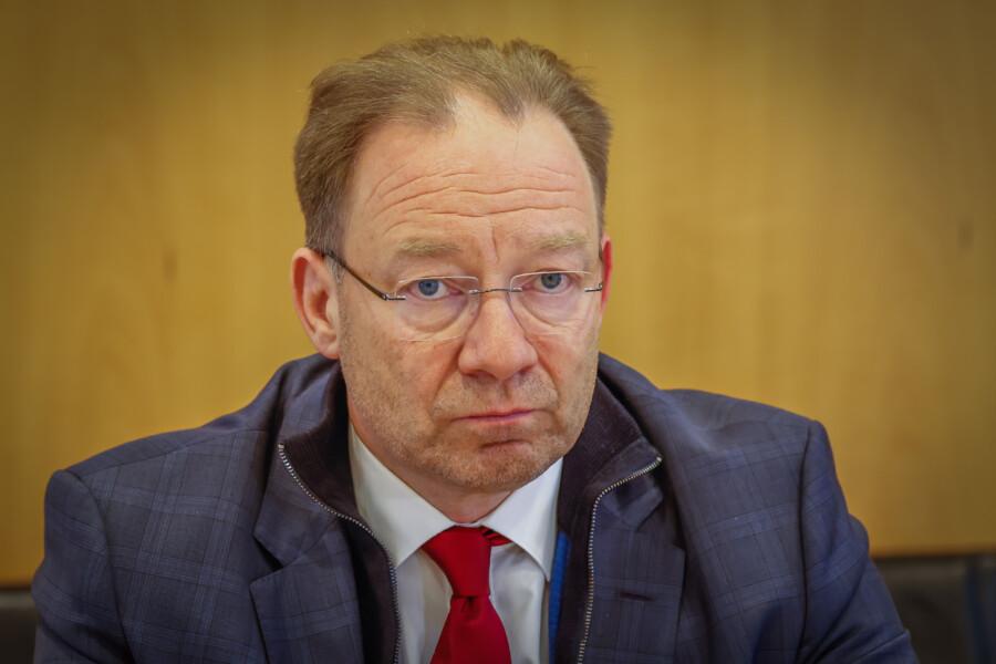 Viele Unternehmen können die organisatorischen und finanziellen Hürden nicht allein stemmen: Stephan Schreiber, Hauptgeschäftsführer der IHK zu Dortmund. (Foto: Stephan Schuetze - IHK)