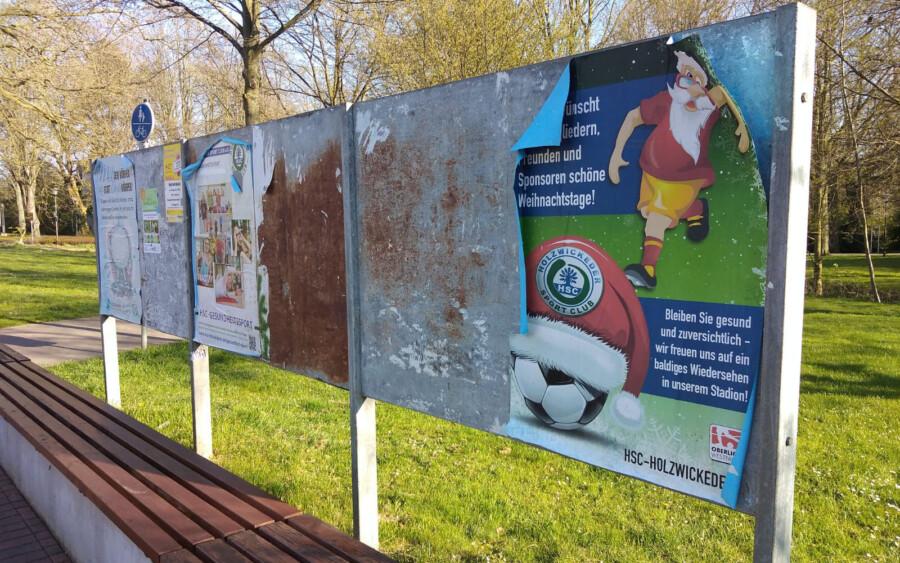 Die unansehnlichen Werbeflächen der Gemeinde - hier in der Parkstraße - würde Friedhelm Klemp (Die Grünen) gerne den Kindern und Jugendlichen der Gemeinde überlassen, um ihnen eine Stimme zu geben. (Foto: F. Brockbals - Emscherblog)