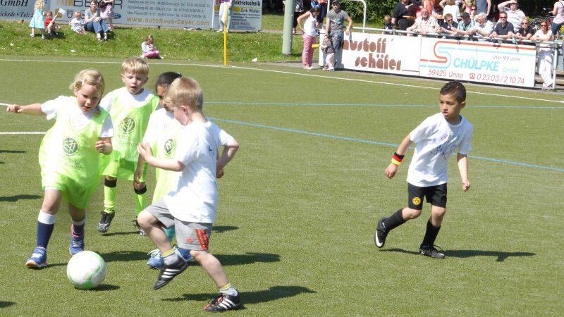 HSC-Jugendleiter Frank Spiekermann erwartet nach Pflingsten wieder einen normalen Trainingsbetrieb und heißt alle fußballbegeisterten Kinder herzlich willkommen: Mini-Kicker beim 15. HSC-Kindergartencup. (Foto: HSC) -