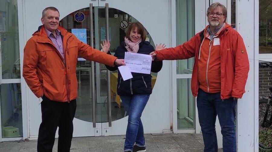 Ehrenamtler des Monats: Bürgerblock spendet an HowiBib-Freunde