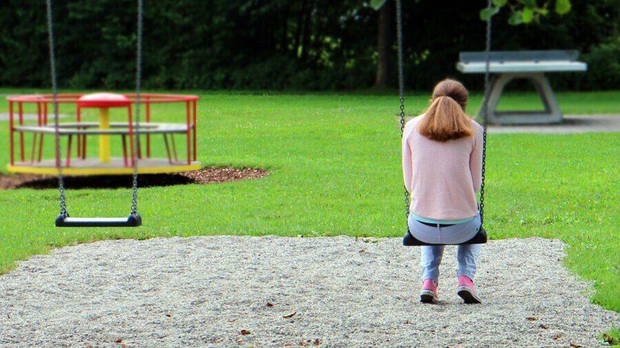 Kinder und Jugendliche leiden sehr unter dem mangelnden Kontakt zu Gleichaltrigen, dem Verlust der Schule und Entzug sozialer Kontakte auch im Sport. Eine Sommerschule und andere außerschulische Angebote zum Ausgleich sind des