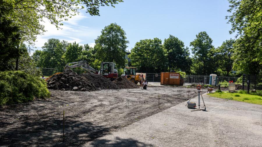In dieser Woche haben die Arbeiten zur Entsiegelung und Umgestaltung des Festplatzes begonnen. In drei bis vier Wochen soll die Maßnahme abgeschlossen sein.(Foto: P. Gräber - Emscherblog)