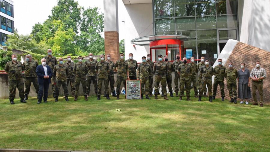 Mit großem Dank verabschiedet wurden die Soldaten der Bundeswehr, die den Kreis seit Oktober unterstützt hatten. (Foto: Anita Lehrke – Kreis Unna)