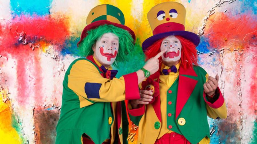 Eröffnen den Ferienspaß in Holzwickede am 3. Juli im Garten des Treffpunktes Villa: die Clown Brothers sind Pippy und August (r.). (Foto: Clowns Brothers)