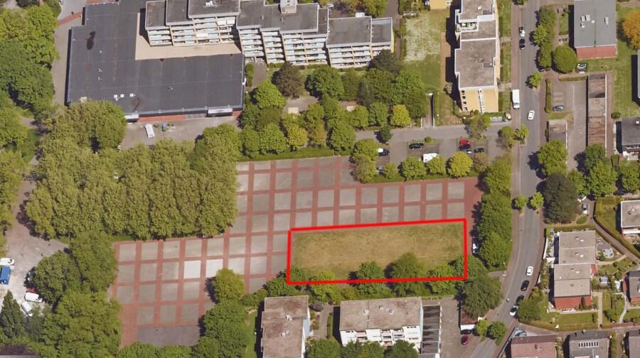 Auf dieser Rasenfläche (rot umrandet) auf dem Platz von Louviers möchte die SPD einen Bolzplatz errichten. Für das Schützenfest sollen die Tore und Zäune vorübergehend abgebaut werden können. (Luftbild: Kreis Unna - virtualcityMAP 4.0)