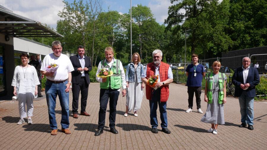 Dr. Holger Felcht, Theo Spanke und Dr. Wolfgang-Axel Dryden (Mitte, von links) wurden am Impfzentrum verabschiedet. (Foto: Birgit Kalle – Kreis Unna)