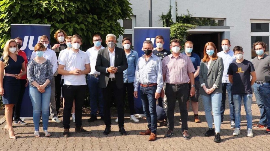 Am Wochenende traf sich die JU Holzwickede zur Wahl des neuen Vorstandes in der Rausinger Halle. Neben Vertreternm des CDU Gemeindeverbandes war auch der CDU-Bundestagskandidat Hubert Hüppe zu Gast. (Foto: JU Holzwickede)