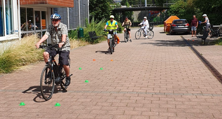 Besonders gefragt waren bei den Teilnehmern Tipps und praktische Übungen zum sicheren Anfahren und Halten bis hin zur Gefahrenbremsung. (Foto: MSC Holzwickede)