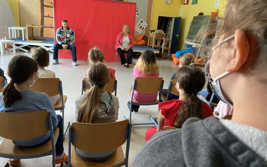 """In dem interaktiven Präventionsprogramm """"Mein Körper gehört mir!"""", an dem die 3. und 4. Klassen der Dudenrothschule teilnahmen, geht es um Grenzen, die niemand überschreitend darf. (Foto: J. Günther)"""