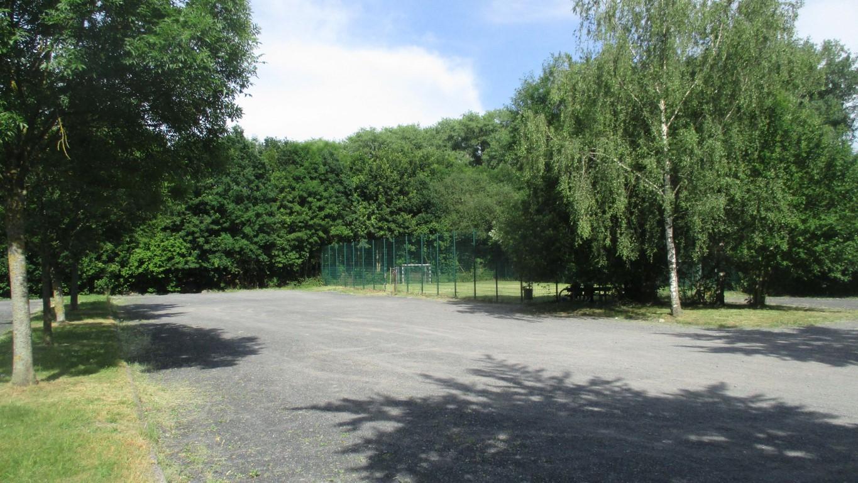 Um die Fläche mit dem Bolzplatz und einen Teil der Parkplätze geht es: Das Grundstück wird die Gemeinde dem HSC für ein Sportforum kostenlos überlassen. (Foto: P. Gräber - Emscherblog)