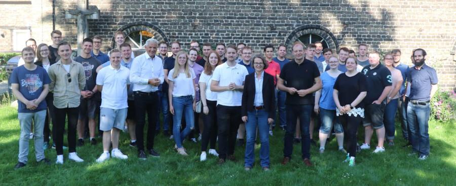 Die Junge Union traf sich zur Mitgliederversammlung in Werne. Mit im Bild: Hubert Hüppe (vorne, 4. von li.), Marc Zilian (vorne, 7. von li.) Ina Scharrenbach (vorne, 8. von li.) sowie Arnd Hilwig ( vorne, 9. von li.) (Foto: Janine Grubert)