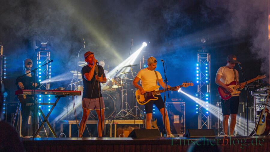 Für Max im Parkhaus und ihren Sänger Kim Friehs war es das erste Livekonzert nach monatelanger Pause. (Foto: P. Gräber - Emscherblog)