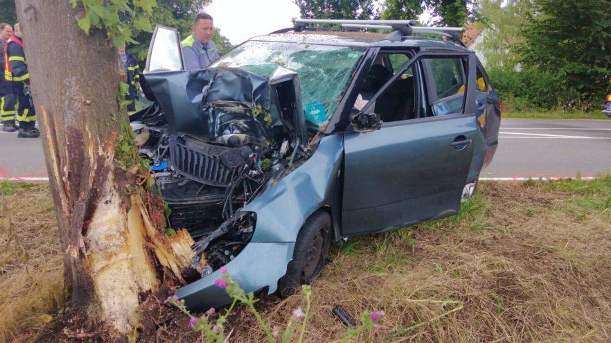 In diesem Fahrzeugwrack verstarb der 68-jähriger Schwerter heute Morgen auf der Langscheder Straße. Ersthelfer hatten vergeblich versucht, das Opfer zu reanimieren. (Foto: F. Brockbals - Emscherblog)