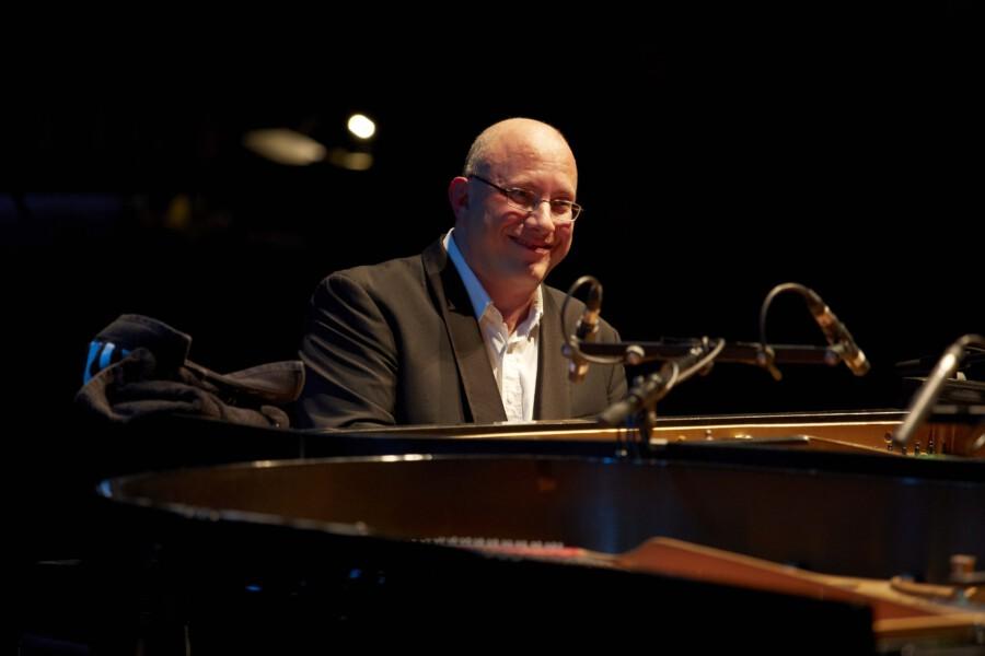Meister des Boogie-Woogie: Jörg Hegemann spielt am 29. Juli auf der Sommerbühne am haus Opherdicke - begleitet wird er dabei von dem Pianisten Silvan Zingg. Für das Konzert sind noch einige wenige Restkarten erhältlich. (Foto: Werner Wagner)