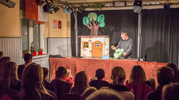 """Wolfgang vom Wodo Puppenspiel, hier bei einem Auftritt im Treffpunkt Villa, wird im September auch in der Gemeindebibliothek mit dem Stück """"Armer Pettersson"""" zu Gast sein. (Foto: P. Gräber - Emscherblog)"""