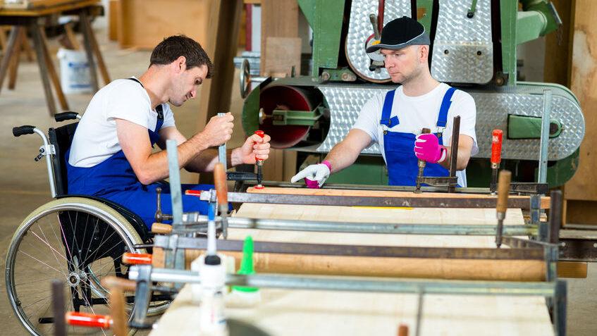 Die Handwerkskammer Dortmund bietet eine Online-Sprechstunde für Menschen mit Handicap an, die eine  berufliche Chance im Handwerk suchen. (Foto:  HWK - arnoaltix/123RF)