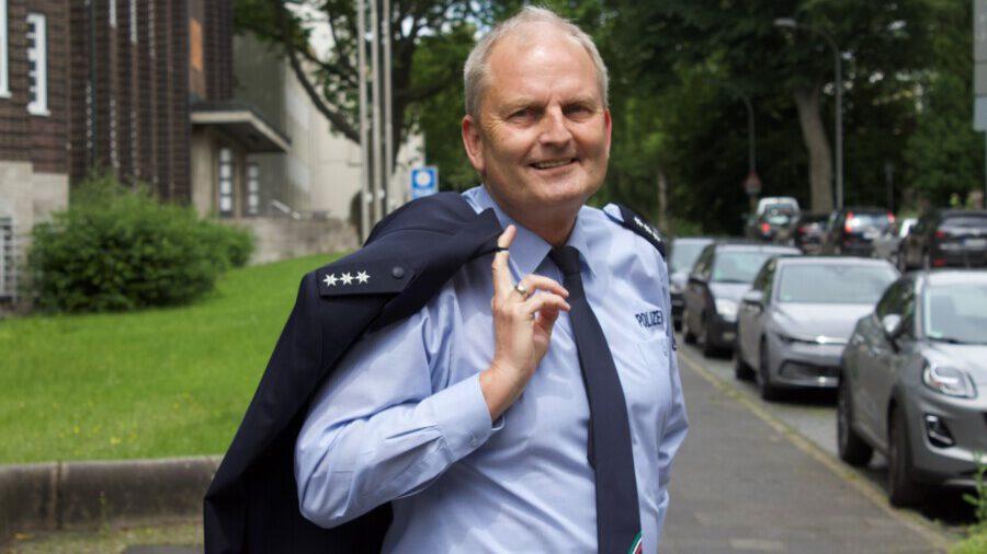 Nach 42 Jahren im Polizeidienst, zuletzt als Pressesprecher der Bochumer Polizei, in den Unruhestand verabschiedet: Volker Schütte kann sich künftig ganz seinen Aufgaben als Ortsvorsteher und Ratsmitglied widmen. (Foto: privat)