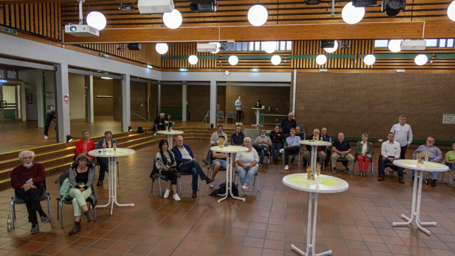 Zur Präsentation der Wahlergebnisse aus den einzelnen Wahlkreisen hatte die Gemeinde ab 17.30 Uhr ins Forum am Schulzentrum eingeladen. (Foto: P. Gräber - Emscherblog)
