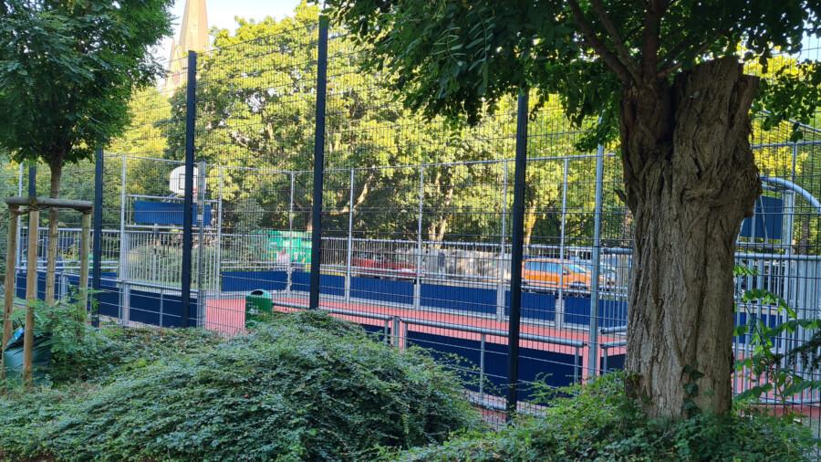 Auch der Ballfangzaun der Multisportanlage ist erneuert worden. (Foto: Gemeinde Holzwickede)