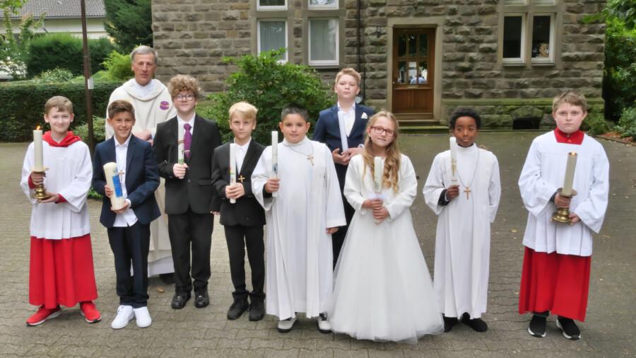Diese sieben Kinder feierten ebenfalls am Samstag (25.9.) ihre Erstkommunion in der katholischen Kirchengemeinde. (Foto: Wolfgang Nowak)