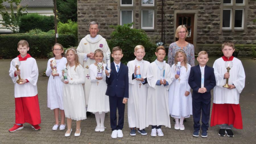 Diese acht Kinder feierten am Samstag (25.9.) ihre Erstkommunion in er katholischen Kirchengemeinde Liebfrauen. (Foto: Wolfgang Nowak)