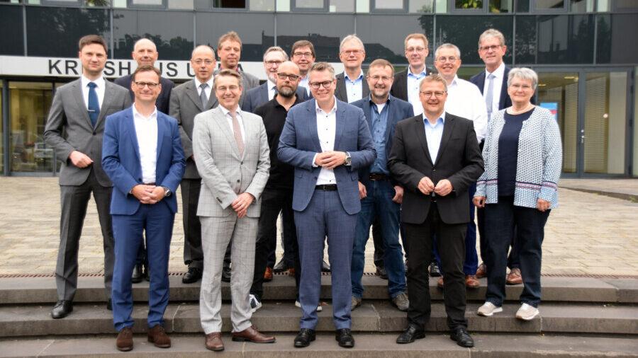 Kreisdirektor und Kreiskämmerer Mike-Sebastian Janke (erste Reihe, 3.v.l.) begrüßte die Kämmerer aller Kreise aus Westfalen im Kreishaus in Unna. (Foto: Anita Lehrke - Kreis Unna)