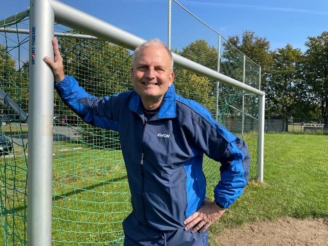 Hengsen Ortsvorsteher Volker Schütte hat einen dritten Standortvorschlag für den Outdoor-Sportpark ins Gespräch gebracht: im Umfeld des Parkplatzes an der Haarstrang-Sportanlage. (Foto: privat)