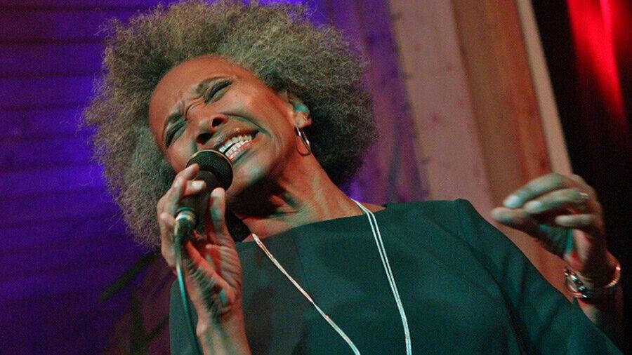 Mit Leib und Seele gibt Sydney Ellis am Donnerstag, 23. September feinsten Jazz, Gospel und Blues auf der Opherdicker Herbstbühne zum Besten. Foto: privat