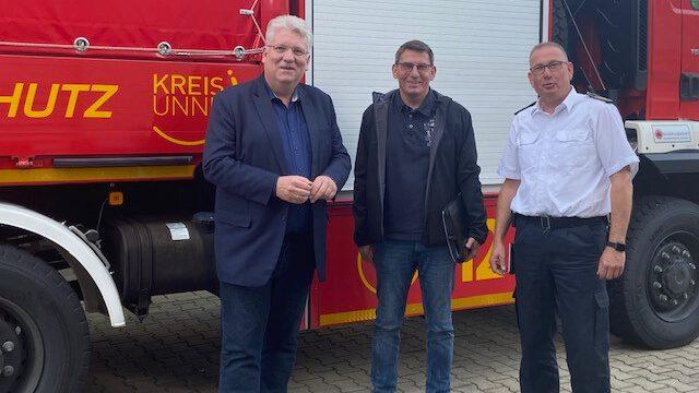 Hartmut Ganzke, Uwe Zühlke und Thomas Heckmann (von li.) tauschten sich am Zentrum für Gefahrenabwehr in Unna über das Hochwasserereignis und Handlungsbedarfe beim Katastrophenschutz aus. (Foto: SPD)